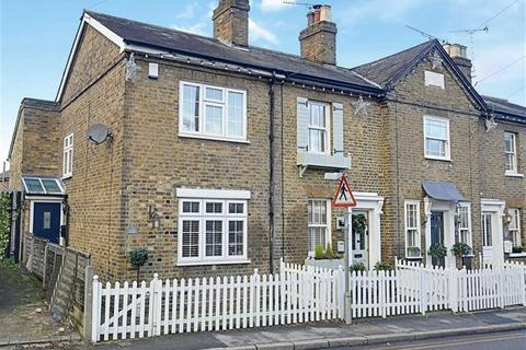 2 bedroom end of terrace house for sale - Goulds Cottage, Abridge