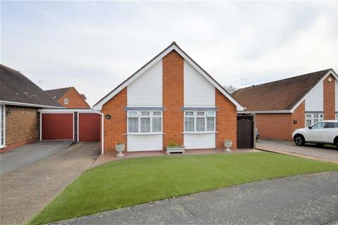 2 bedroom detached bungalow for sale - The Orchards, Epping