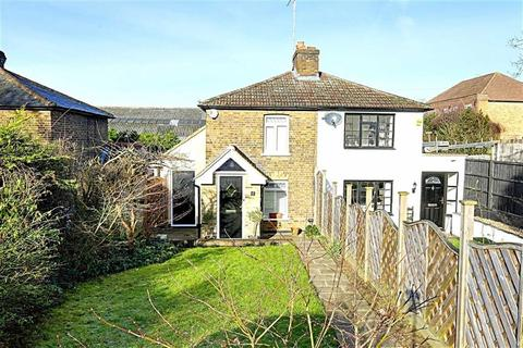 2 bedroom semi-detached house for sale - Shaftesbury Road, Epping