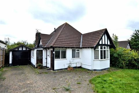 2 bedroom detached bungalow for sale - Forest Drive, Theydon Bois