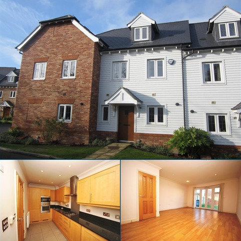 3 bedroom terraced house to rent - Briar Wood Close Bromley BR2
