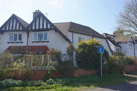 3 bedroom semi-detached house for sale - Marlborough Avenue, Hessle, Hessle, HU13
