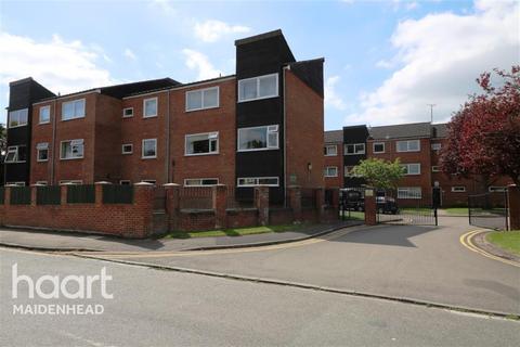 2 bedroom flat to rent - Bath Court, Powney Road, SL6 6ER