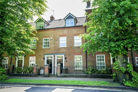 3 bedroom terraced house for sale - Grosvenor Park, York