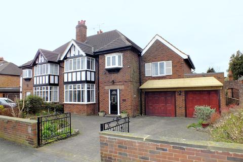 4 bedroom semi-detached house for sale - Whinmoor Gardens, Leeds, West Yorkshire, LS14 1AF
