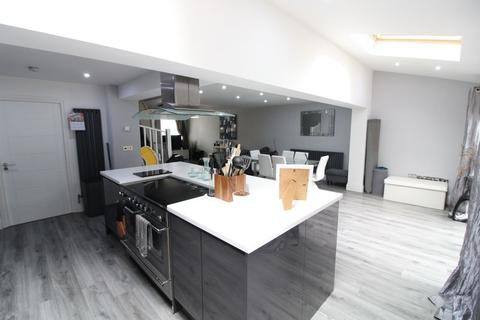 3 bedroom end of terrace house for sale - A Must View Luxury Residence