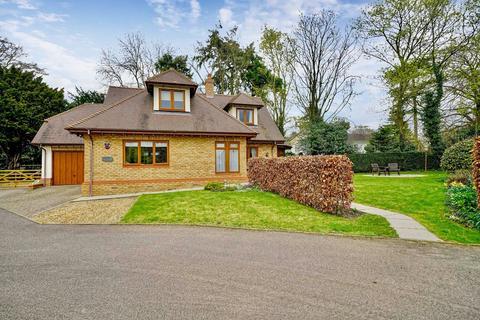 3 bedroom detached house for sale - Manor Gardens, Potton