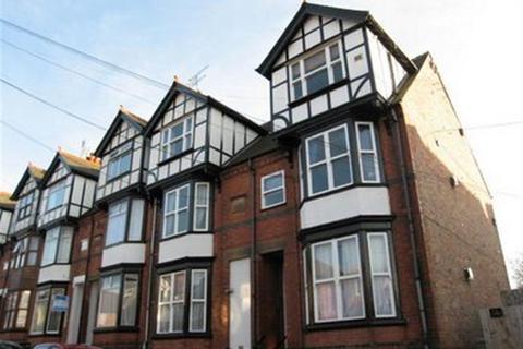Semi detached house to rent - Richmond Avenue, Leicester