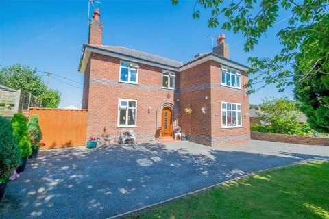 3 bedroom detached house for sale - Lon Y Plas, Flint