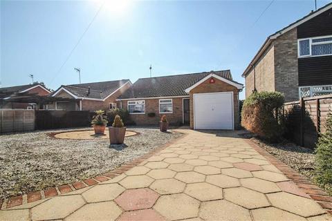 3 bedroom detached bungalow for sale - Norman Close, St Osyth