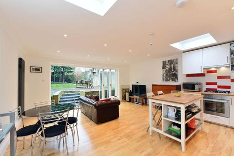 3 bedroom apartment for sale - Strode Road, Willesden, London, NW10