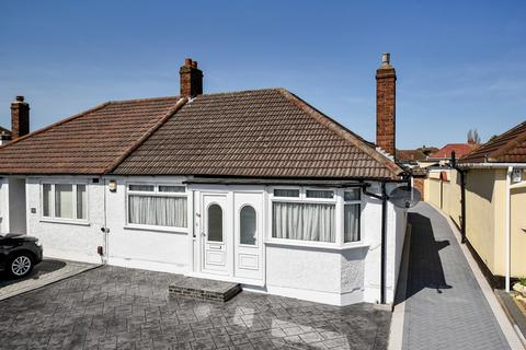 2 bedroom bungalow for sale - King Harolds Way Bexleyheath DA7