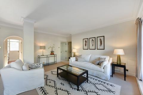 2 bedroom flat to rent - Cadogan Place, Belgravia, SW1X