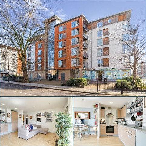 2 bedroom flat for sale - Bevan Court, E3