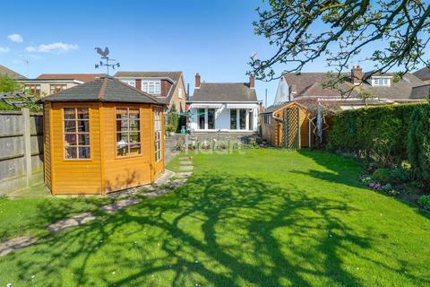 3 bedroom bungalow for sale - Homefields Avenue, Benfleet