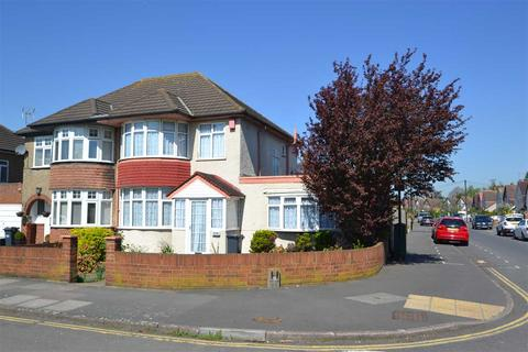 4 bedroom semi-detached house for sale - Staines Road, Bedfont