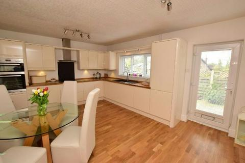 4 bedroom detached house for sale - Old Main Road, Barnoldby Le Beck, Grimsby