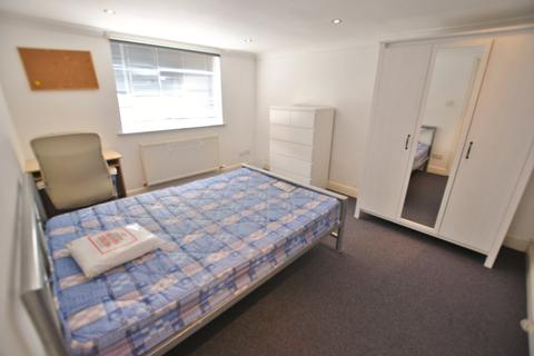 6 bedroom house to rent - Otterfield Road, Yiewsley,