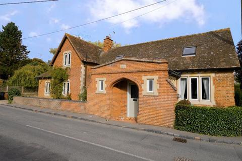 2 bedroom character property to rent - SOUTH MORETON