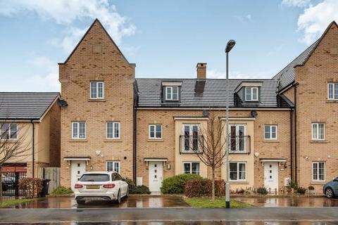 4 bedroom townhouse to rent - Buttercup Avenue, St Neots