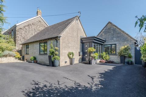 3 bedroom detached bungalow for sale - Cirencester Road, Tetbury