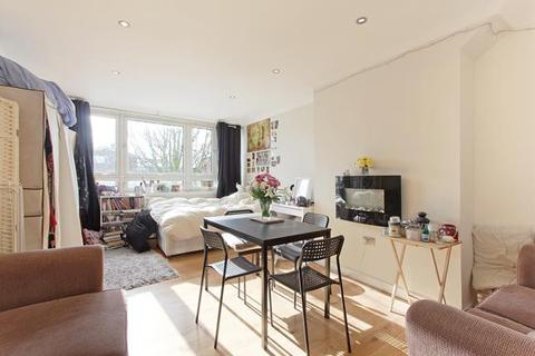3 bedroom flat to rent - Lackland House, Rowcross Street, London, SE1 5HS