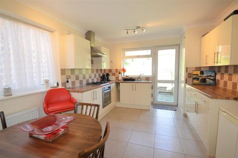 2 bedroom semi-detached bungalow to rent - Lyndhurst Way, Istead Rise, Gravesend