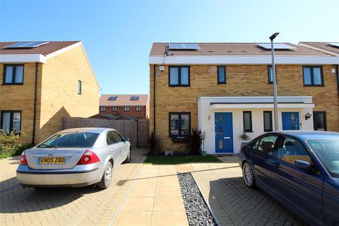 3 bedroom semi-detached house for sale - Sanderling Close, East Tilbury
