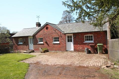 2 bedroom detached bungalow to rent - Delmonden Lane, Hawkhurst