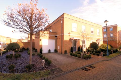 3 bedroom semi-detached house for sale - Ashes Road, Shoeburyness