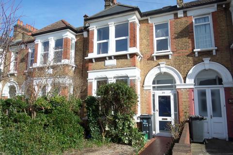3 bedroom terraced house to rent - Torridon Road, London