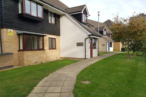 2 bedroom apartment to rent - Cracknell Close, Enfield