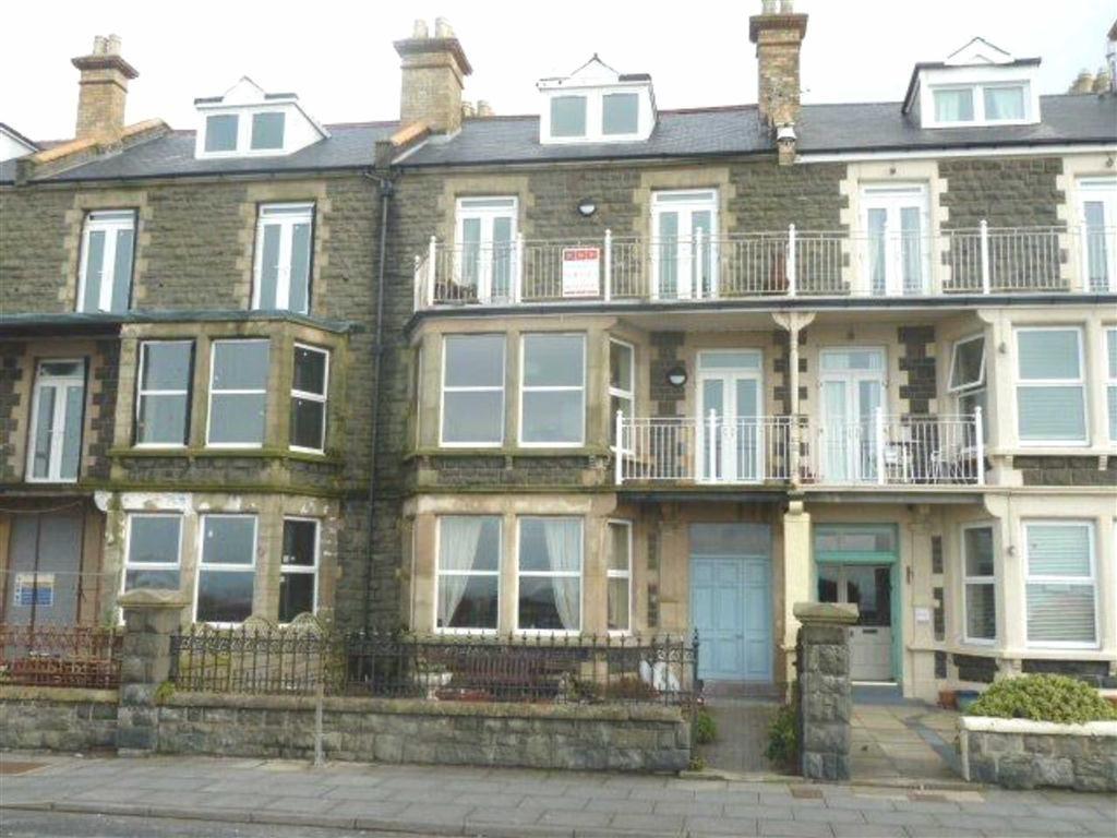 2 Bedrooms Flat for sale in Top Floor Apartment, Apartment 4, 5 Marine Parade, Tywyn, Gwynedd, LL36