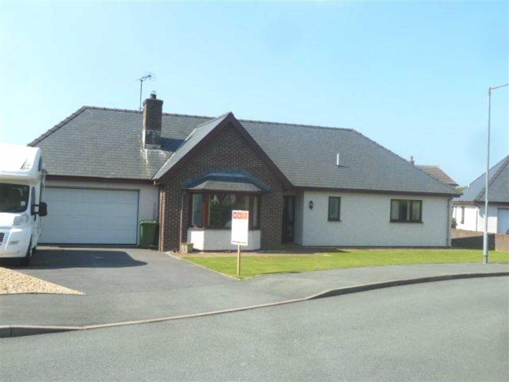 3 Bedrooms Detached Bungalow for sale in 20, Garreg Lwyd, Aberdovey Road, Tywyn, Gwynedd, LL36