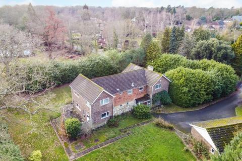5 bedroom property with land for sale - Onslow Road, Burwood Park, Walton On Thames, KT12