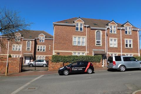 3 bedroom flat to rent - Montague Court, Low Fell