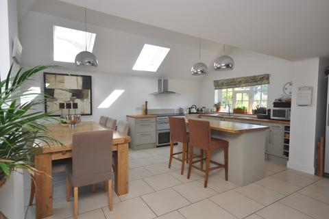 4 bedroom detached house to rent - The Green Saltwood CT21
