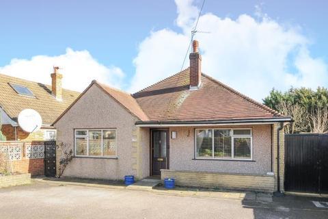 3 bedroom detached bungalow for sale - Vicarage Road, Sunbury on Thames, TW16