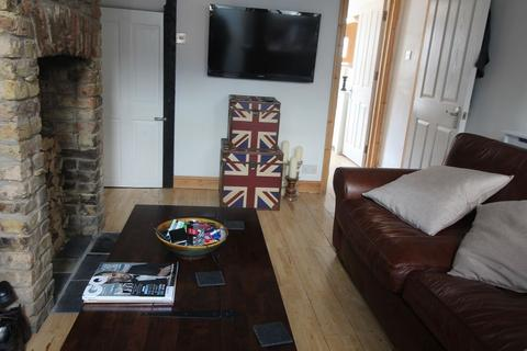 3 bedroom terraced house to rent - Ray Street