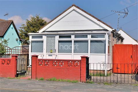 2 bedroom bungalow for sale - Golf Green Road