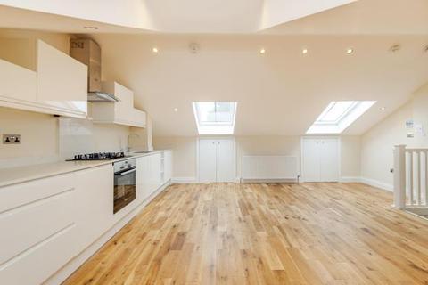 3 bedroom flat for sale - Cheverton Road, Whitehall Park, London, N19