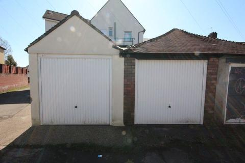 Garage to rent - Waungron Road, Cardiff