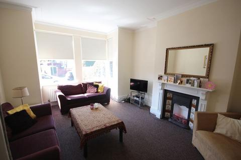 6 bedroom terraced house to rent - Broomfield Crescent, Leeds