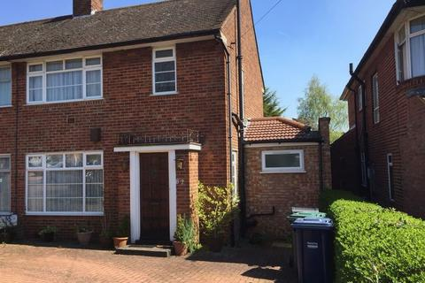 4 bedroom semi-detached house for sale - Wolmer Gardens, Edgware, Middlesex, HA8 8QD