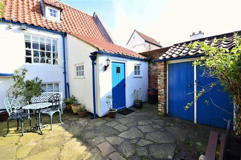 2 bedroom cottage for sale - Pier Lane, Whitby