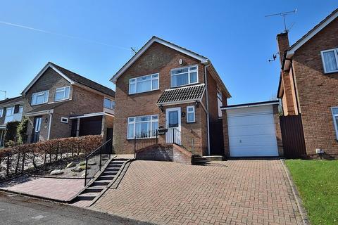 3 bedroom semi-detached house for sale - Mentmore Crescent, South West Dunstable