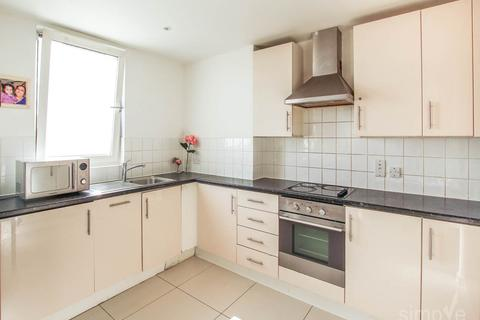 2 bedroom flat to rent - Signal Building, Station Approach, Hayes