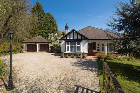3 bedroom detached bungalow for sale - Canterbury Road, Hawkinge, Folkestone, CT18