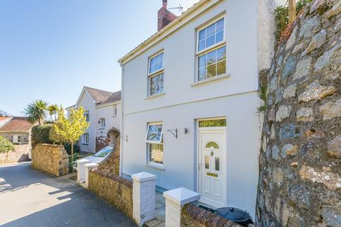 2 bedroom detached house for sale - Les Courtes Fallaizes, St. Martin, Guernsey