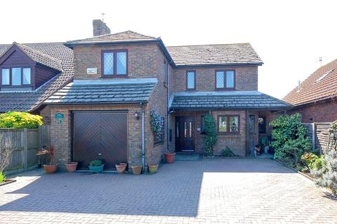 4 bedroom detached house for sale - King Edward Avenue, Herne Bay